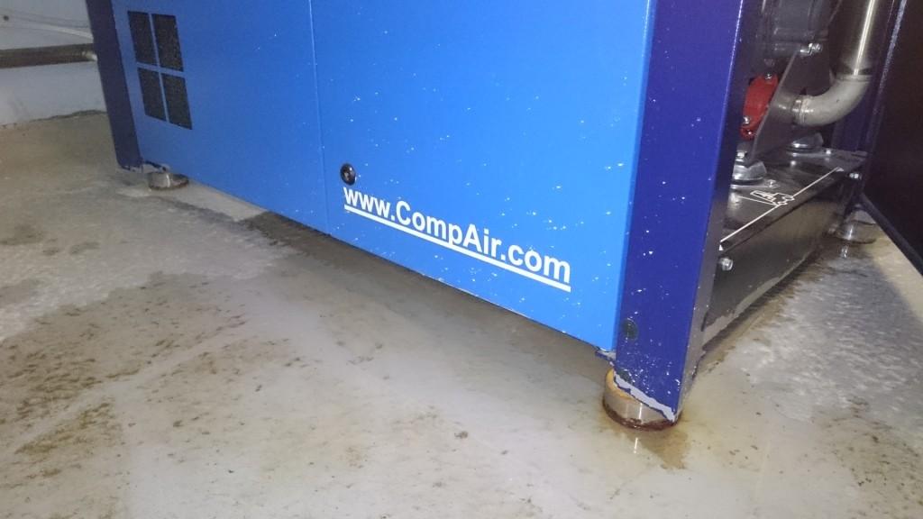 Крепление компрессора CompAir D22H-RS к полу