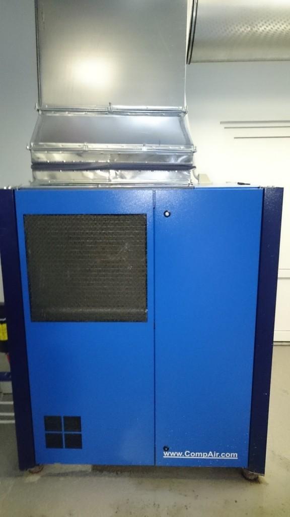 Приток воздуха на охлаждение компрессора CompAir D22H-RS