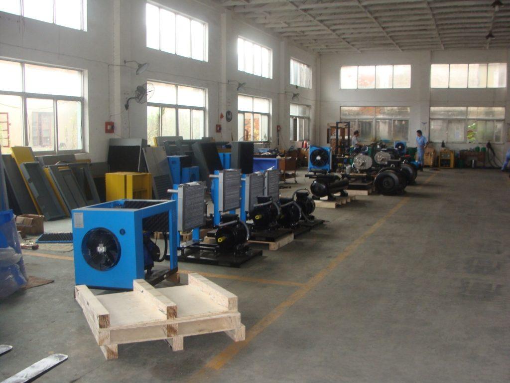 Сборочный цех винтовых компрессоров в Китае